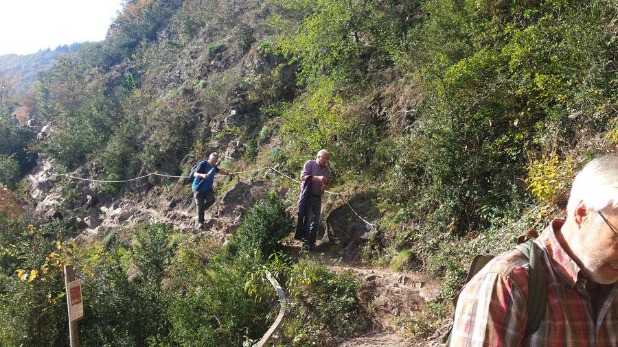 Klettersteig Calmont : Wandergruppe auf dem calmont klettersteig schönbach